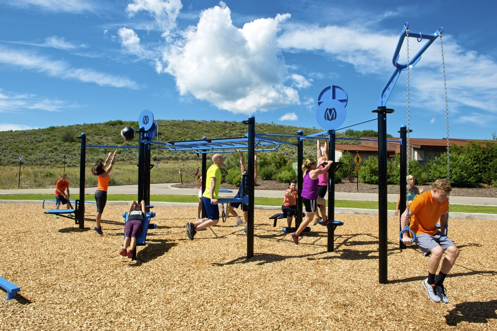 Group outdoor workout equipment