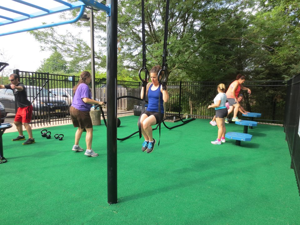 Outdoor group workout class MoveStrong
