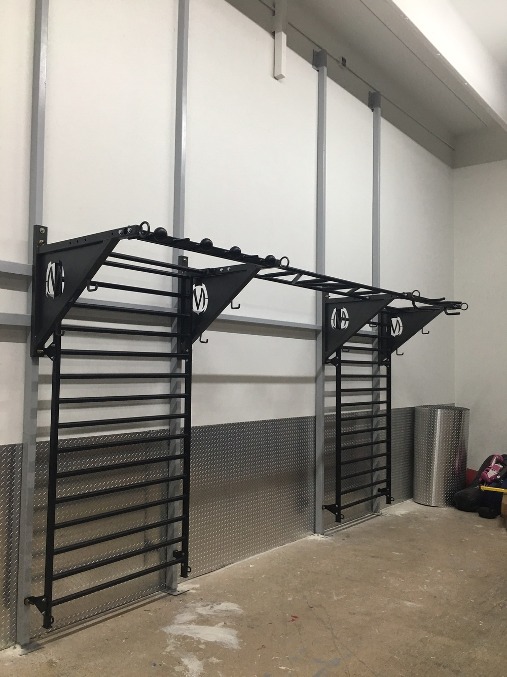 Boca Raton GYm_pull-up bracket system Stall bars-all Black.JPG