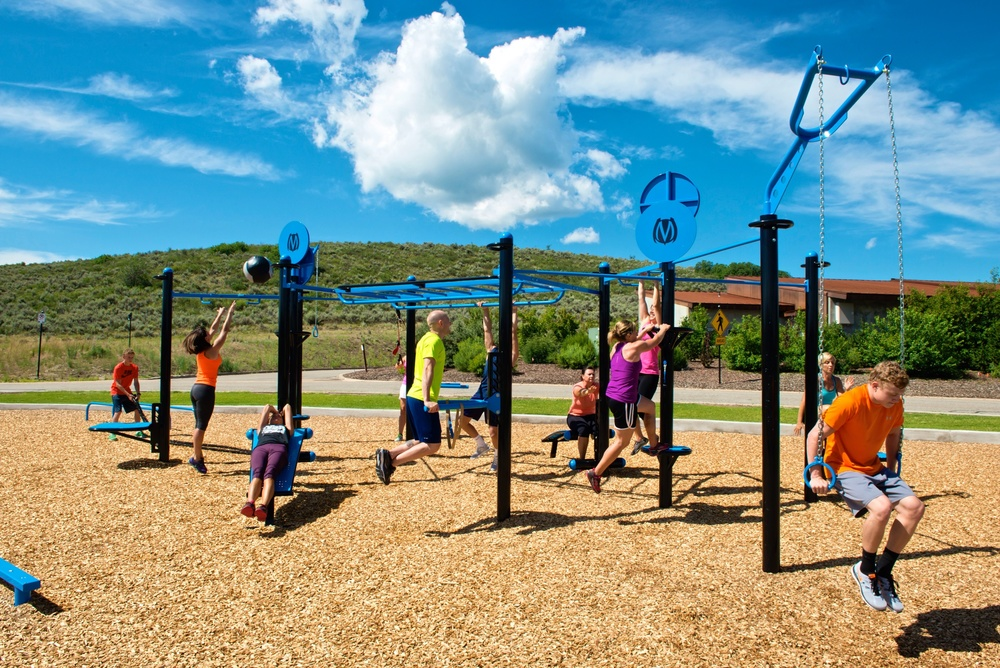 Outdoor gym group workout with MoveStrong T-rex FTS