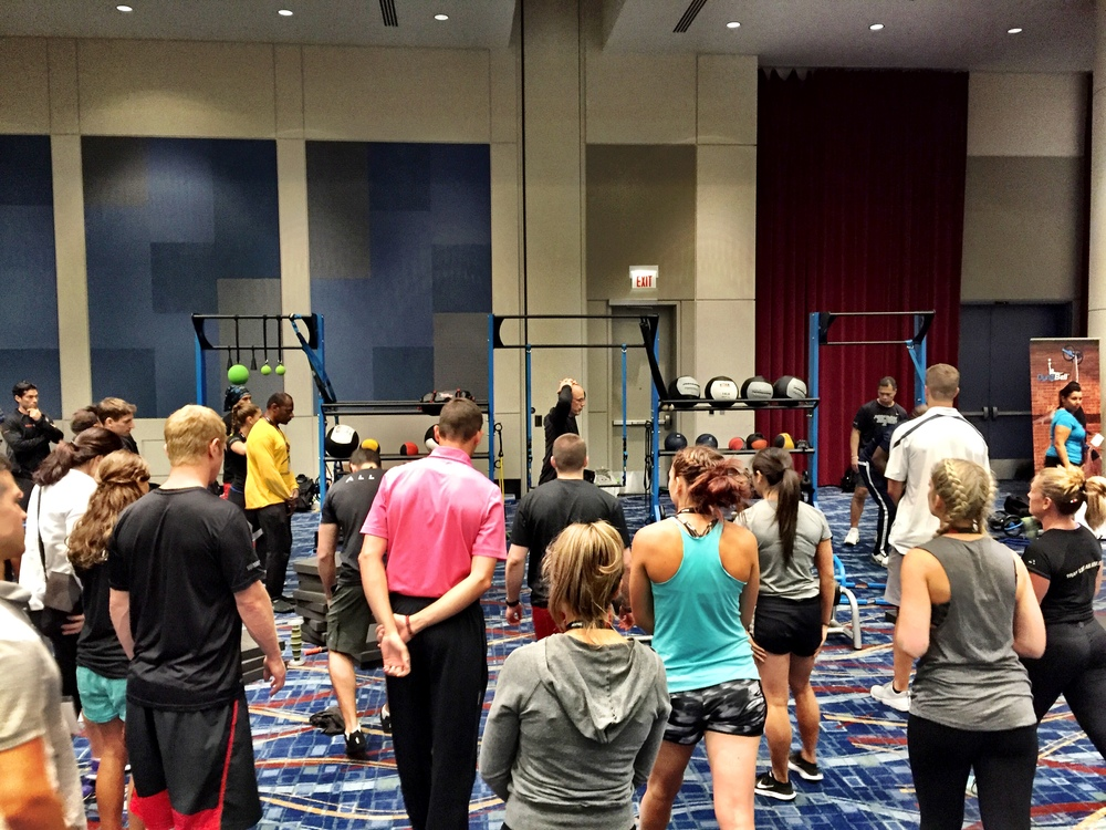 Personal Trainers learning bodyweight exercise