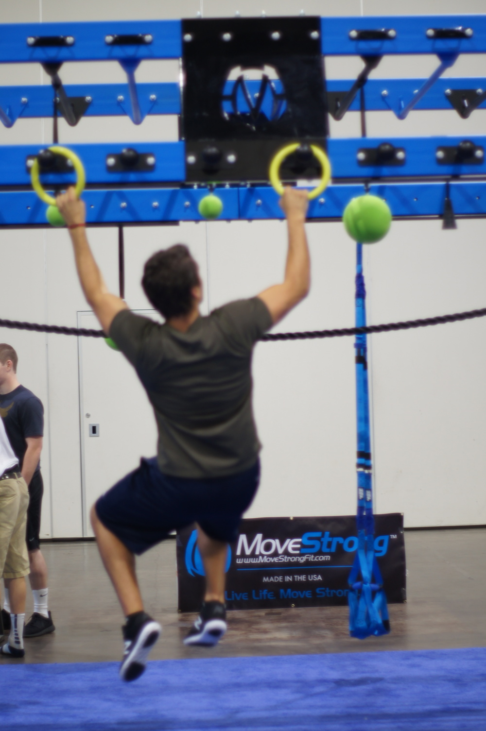 Globe rail for right toss and grip strength pull-ups