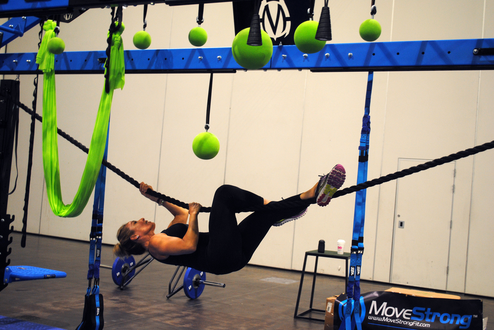 Horizontal rope climb on MoveStrong