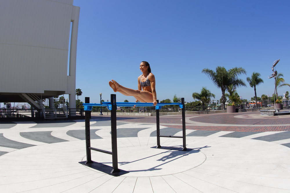 Parallel bar v-sit MoveStrong