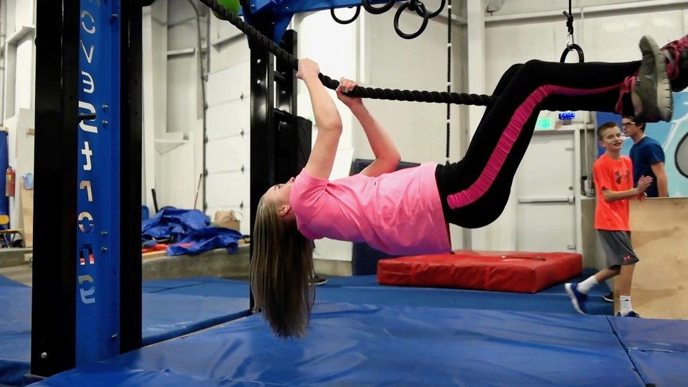 Rope climbing horizontal