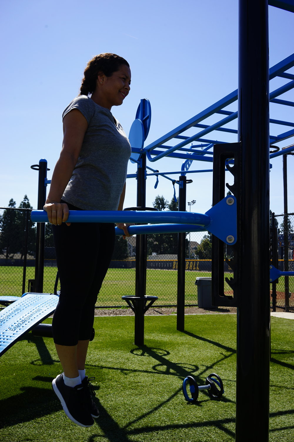 Adjustable dip bar outdoor fitness