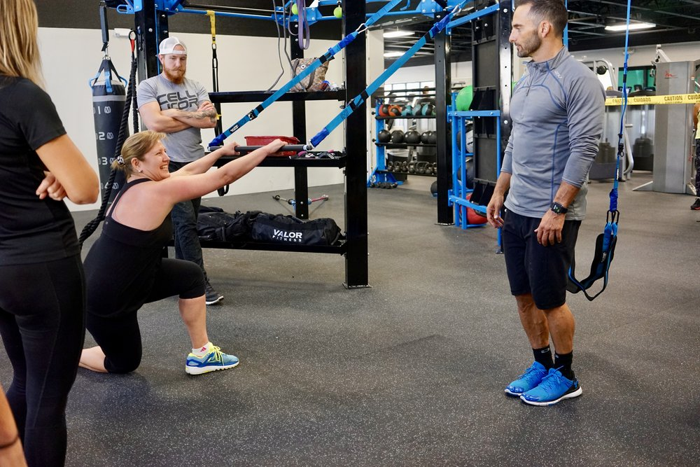 Reverse lunge Elevate Bar