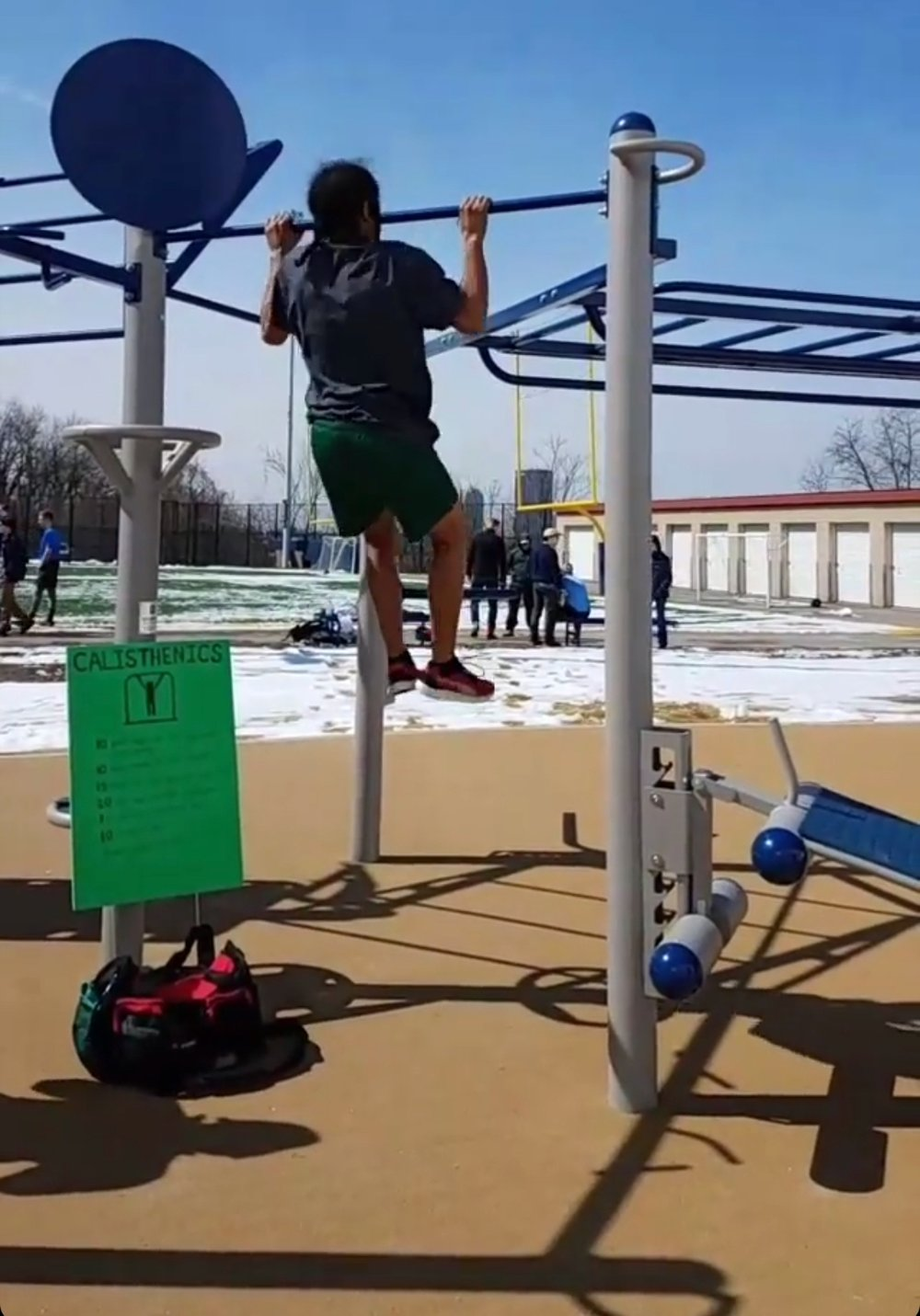 Pull-up bar obstacle