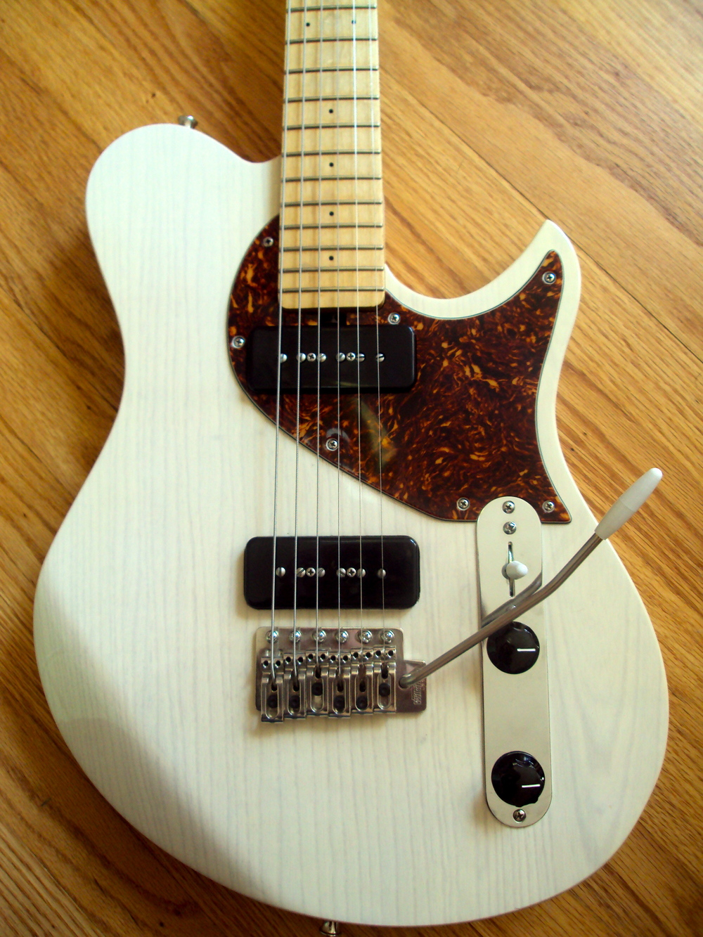 This Speedster has a one-piece swamp ash body with transparent white finish