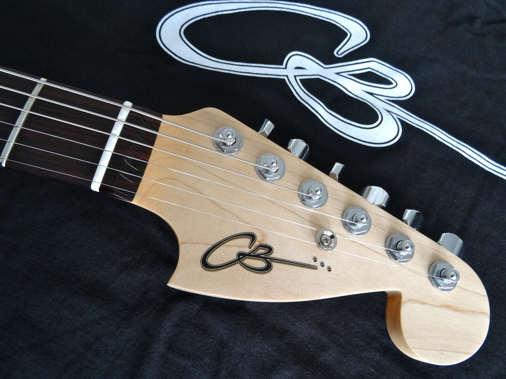The Surfmaster headstock shape refers the eye back to the cutout in a lovely ellipse