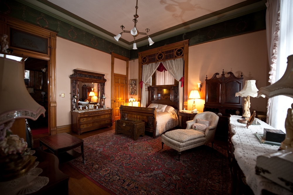 Bed and breakfast rooms rates copper king mansion Master bedroom with two full beds