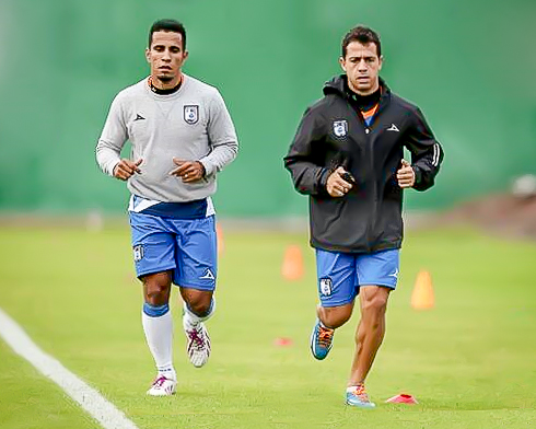 2014-01-09 Camilo Sanvezzo and UNKNOWN by Querétaro FC.jpg