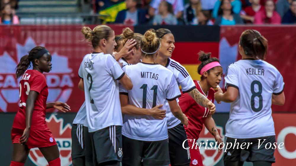 2014-06-18 Simone Laudehr Goal Celebration.jpg