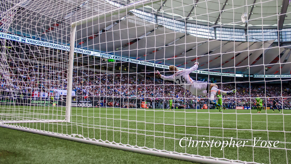Sebastián Fernández shot was so fast, he not only beat Stefan Frei, but the camera too.