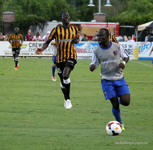 2014-07-12 Mamadou Diouf and Fred Sekyere 2.jpg