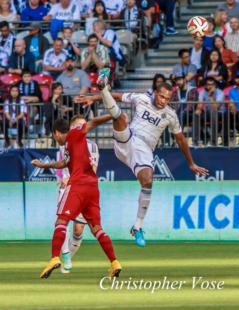 David Texeira attempts to forcibly bring Kendall Waston back down to Earth after the Costa Rican did his Superman thing.