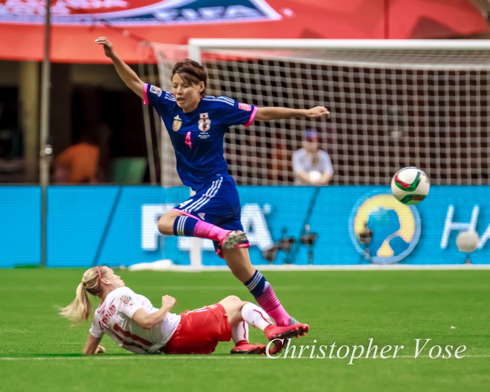 2015-06-08 Lara Dickenmann and Kumagai Saki.jpg