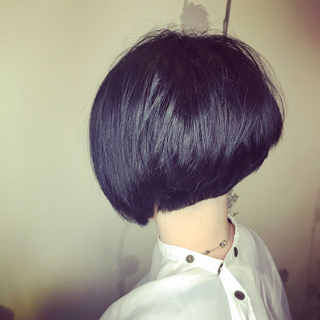 I make HAIR contact before I make EYE contact. 🙎🏻♀️🙅🏻♀️💁🏻♀️#bossbabe #domdomhair #shorthair #shorthairdontcare #freshlytressed #salonmeritage #sealbeachhair #lovekm #kmeducation #lovekevinmurphy #colormebykm #hair #haircut