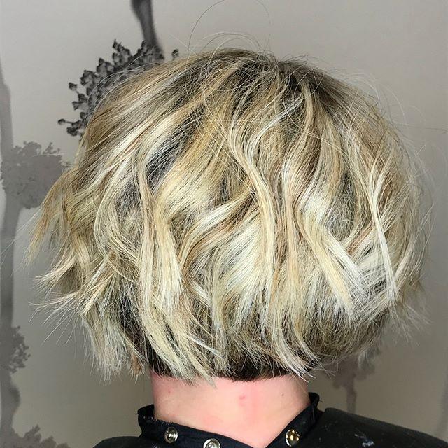 Gorgeous hair is the best revenge! 🙌🏻🙋🏼♀️🙅🏼♀️💇🏼♀️ #nofilter #freshlytressed #salonmeritage #hair #sealbeachhair #longbeachhair #livedinhair #razorcut #instagood #beachyhair #razorbob #shorthair #texturedhair #instahair #allmodernhair #foilayage #foilage #babylights #lovekm #kmeducation #colormebykm #thechoiceswemake #cultureislife #connect #inspire #skincareforyourhair #greensalon #goldkey #love_kevin_murphy #hairhealer