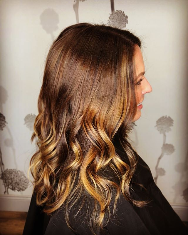 """Nothing makes a woman more beautiful than the belief that she is beautiful."" -Sophia Loren 💛#freshlytressed #salonmeritage #hair #sealbeachhair #longbeachhair #livedinhair #instagood #beachyhair #texturedhair #instahair #allmodernhair #foilayage #foilage #babylights #lovekm #kmeducation #colormebykm #thechoiceswemake #cultureislife #connect #inspire #skincareforyourhair #greensalon #goldkey #love_kevin_murphy #hairhealer #sustainablebeauty"