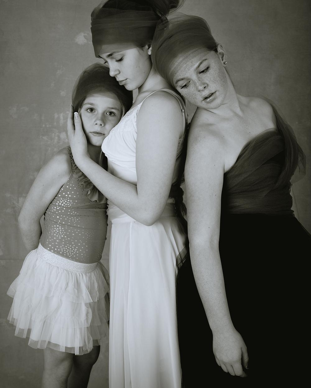 3 Sisters Portraits Wendy Holman 2015-12427 16x20 WEB.jpg