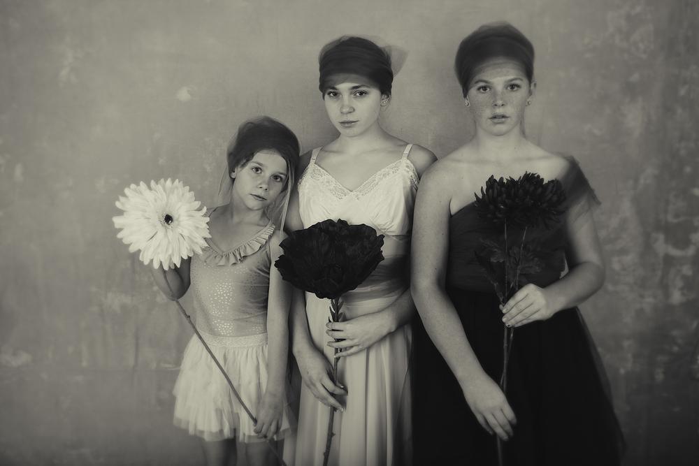 3 Sisters Portraits Wendy Holman 2015-12435-WEB.jpg