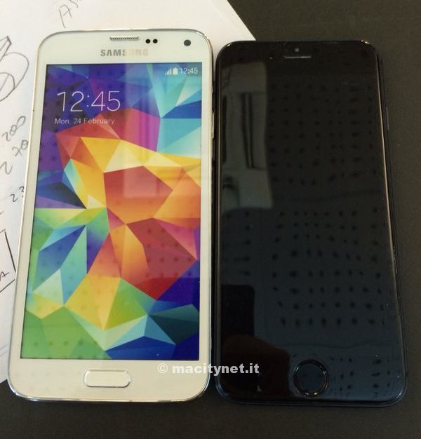 "Rumored iPhone 6 physical mockup with 4.7"" screen compared to Samsung Galaxy s5"