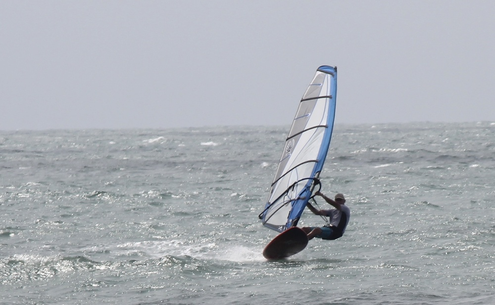 Flying.....windsurf style