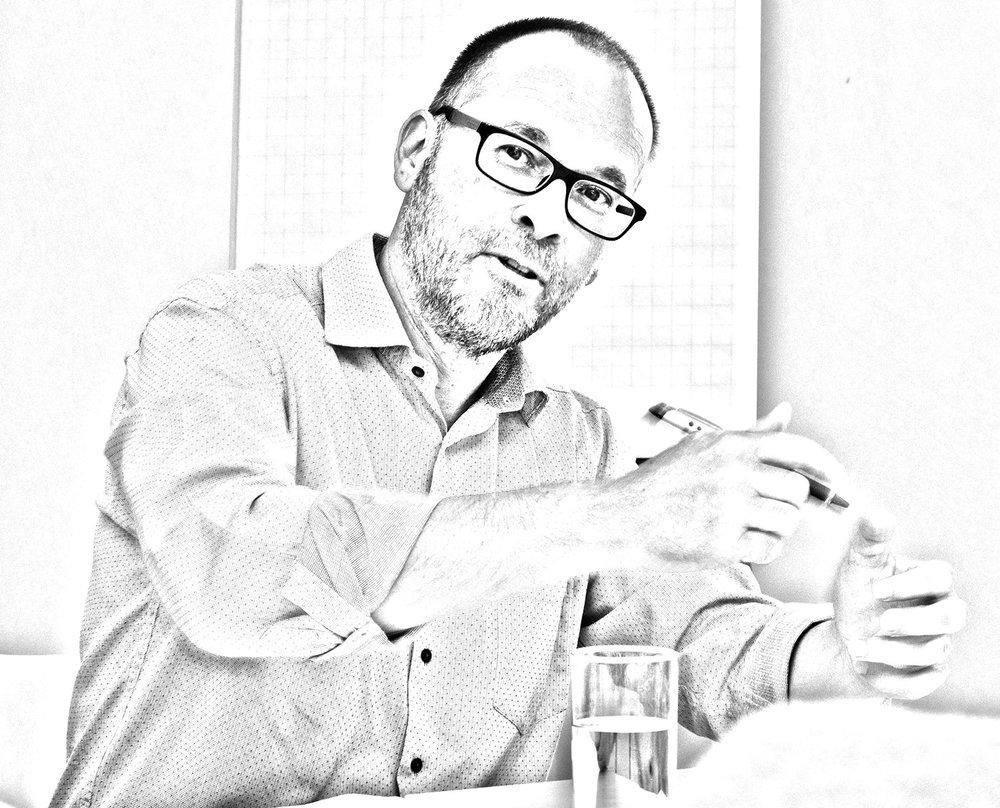 """""""Als marketingadviseur en -doener help ik kmo's met één doel: hen laten groeien."""" - Bart Spiessens"""