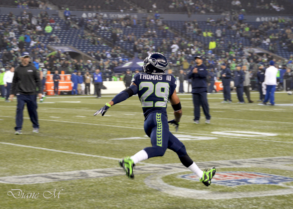 Earl Thomas during pregame warmups