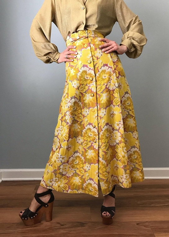 Textured Floral Button Front Maxi Skirt from LOS GITANOS VINTAGE