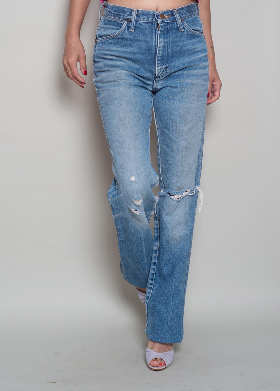 8915e943 1980s// WRANGLER High Waist Straight Leg Perfectly Worn Jeans// 28