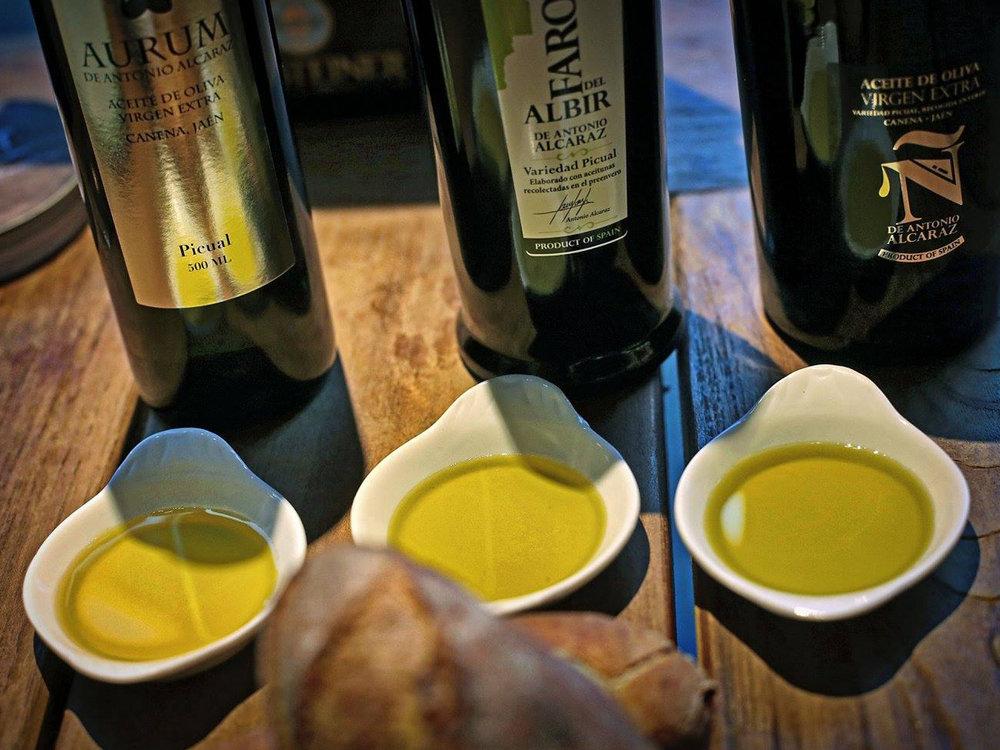 Alte_Kunst_Weinkeller_Solingen_Weinhandel_Espresso_Delikatessen_Oel_2.jpg