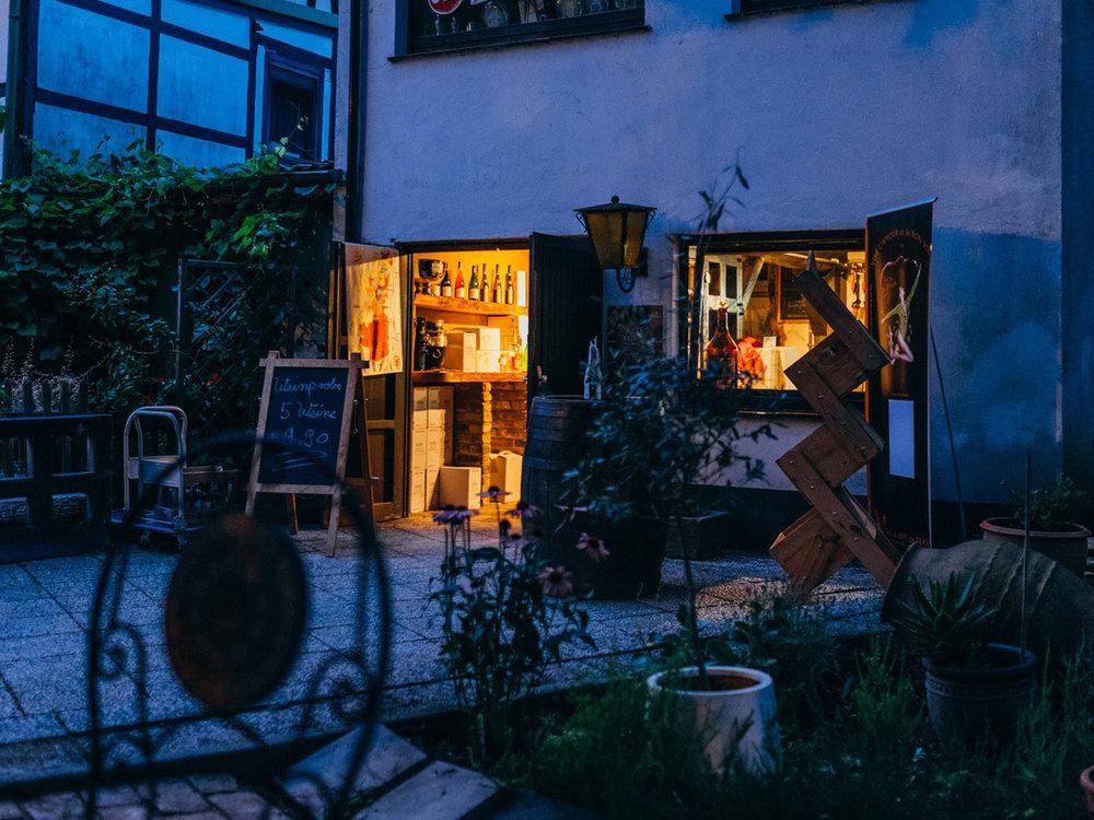 Alte_Kunst_Weinkeller_Solingen_Weinhandel_Aussenterasse.jpg