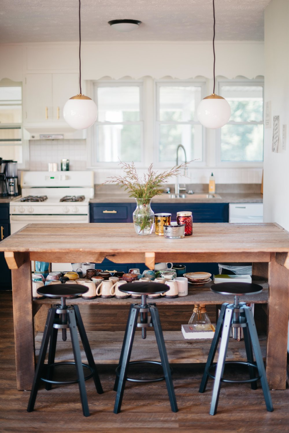 Blue and white mid-century modern farmhouse kitchen remodel