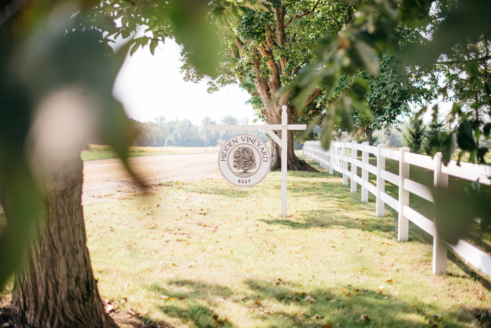 Hidden Vineyard Michigan Wedding The Wedding Mag Erika Aileen Photography