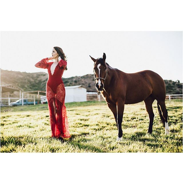 That dress. Even the horse thinks so. @3bats looking striking in #red | 📷 @kellyelainephoto | @wheresdeja . . . #lace #redlace @portraitpage @portraits_la @portraitpills #portrait #horse #ranch #california #santaclarita #wcw #beauty #kellyelainephoto #goldenhour #gorgeous #redhead @1_holdoutranch @revolve