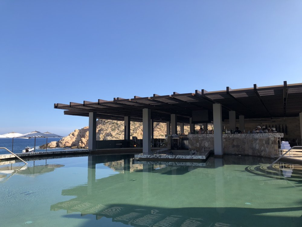 Swim up bar - Montage Los Cabos