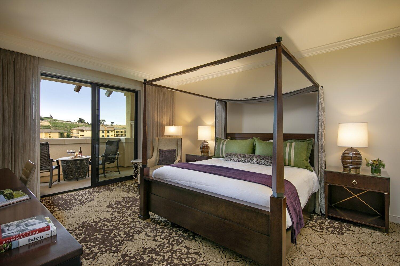 gallery-VC-guestrooms-suitebedroom.jpg