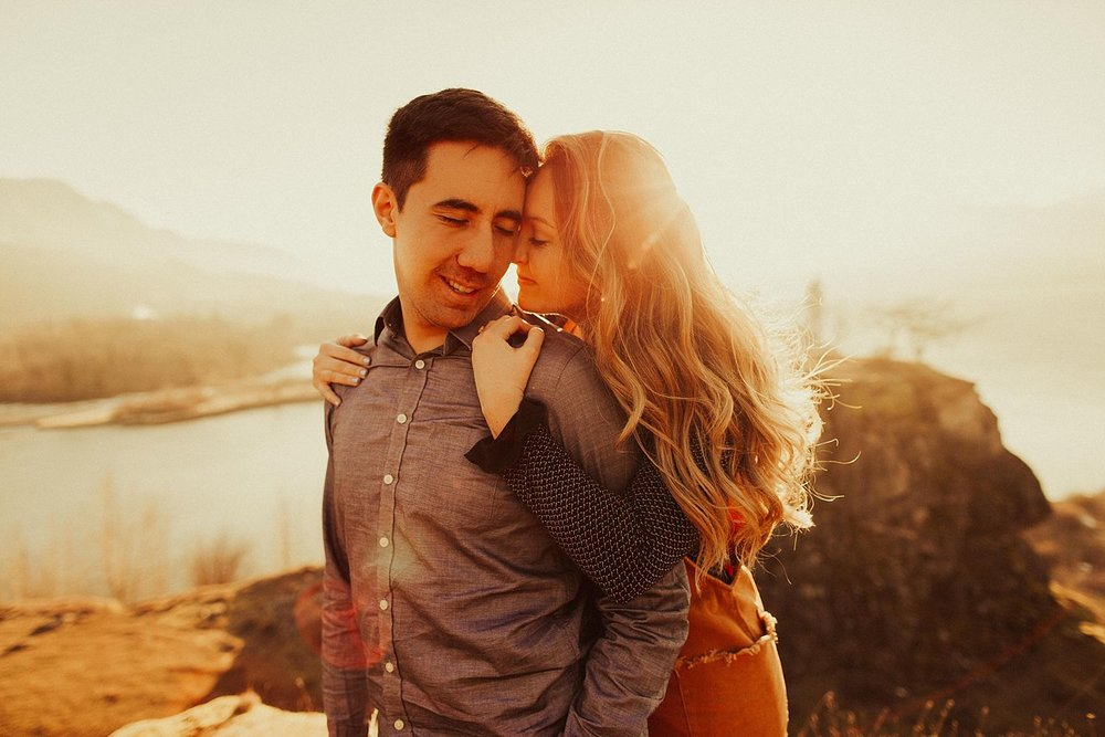 columbia-river-gorge-engagement-session_1619.jpg