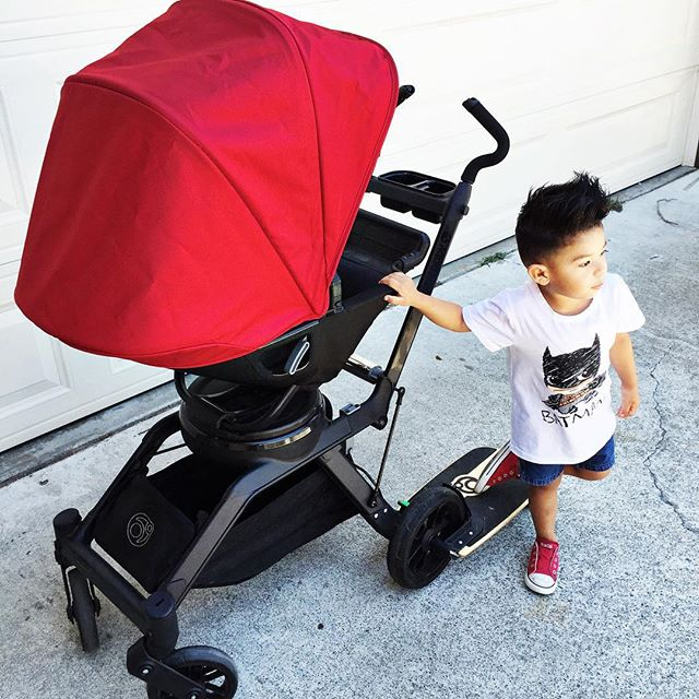 Splash of Color with Pink + Kian.  Take a peek at Orbit Baby's new Sunshade colors RUBY + PLUM.  link in profile #OrbitBaby #WeMoveWithYou #pinkandkian