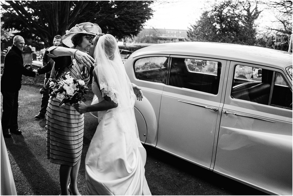 Notley thythe barn Buckinghamshire wedding photographer (8).jpg