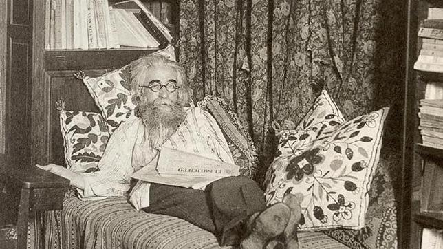 Don Ramón María, ejerciendo su derecho a decidir entre levantarse o echarse la siesta