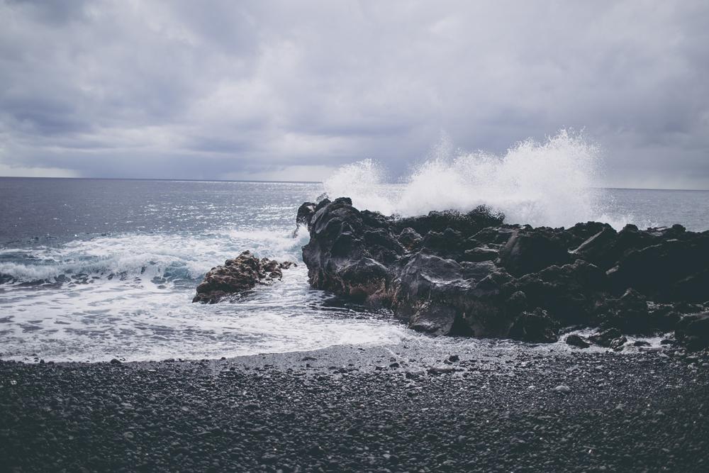 black-sand-beach_02.jpg