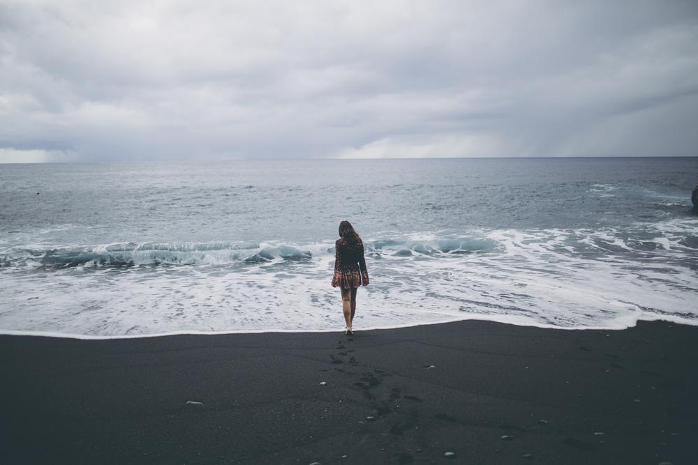 black-sand-beach_07.jpg