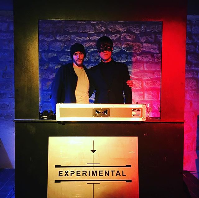 Experimental DJ set 🎧 during our Paris staff Party #experimentalevents #paris #nightlife #parisbynight #popup #bar #bartender #cocktails #drinks #private #event #party #decoration #glass #shaker #jigger #ice #ontour #traveling #showtime #fun #dj #music