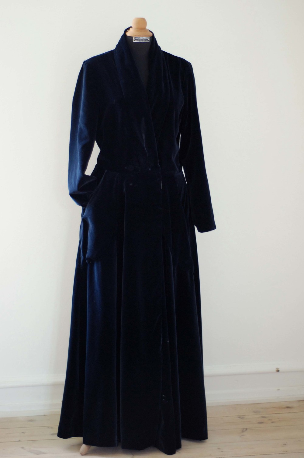 hjemmesyet Housecoat i velour og silke 1800 kr / homemade Housecoat in velvet and silk 1800 dkk