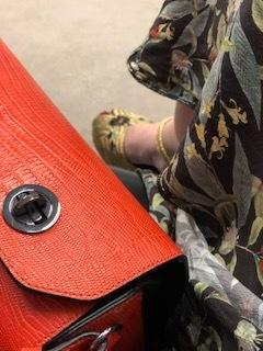 orange taske fra ungarn pris 1000 kr.