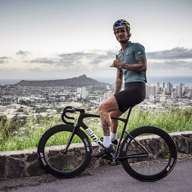 Aloha and a belated happy new year from Hawaii! Kickstarting the year on Oahu.  #trackbike #fixedgear #cycling  #ride #bikes  #hawaii #oahu #instagood #hawaiilife