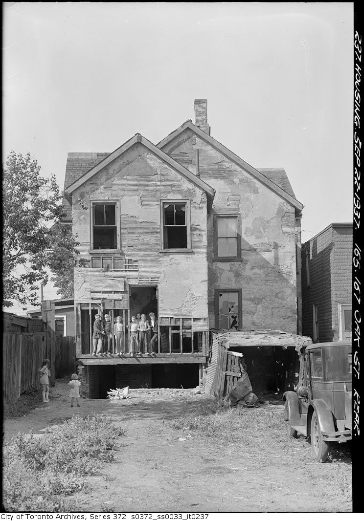 Oak Avenue, Cabbagetown, Toronto.  Courtesy Toronto Archives.